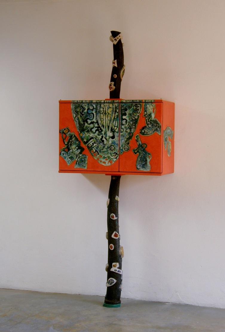 Burkhard Pfister & Claudia Hentrich: Arbor vitae. Möbel, 2012, Nr 117. Kasten: 70 x 95 x 45  Gesamthöhe: 240 cm